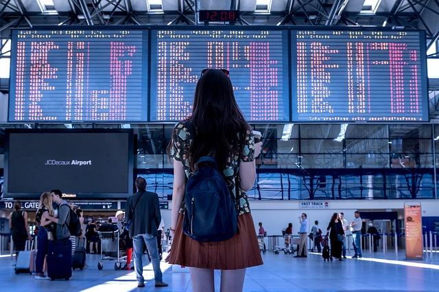 monopattino elettrico in aereo aeroporto vacanza viaggio estero