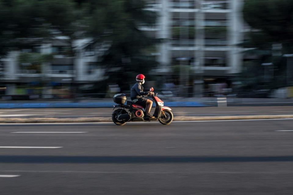 foto scooter elettrico guida su come aumentare l'autonomia dello scooter elettrico