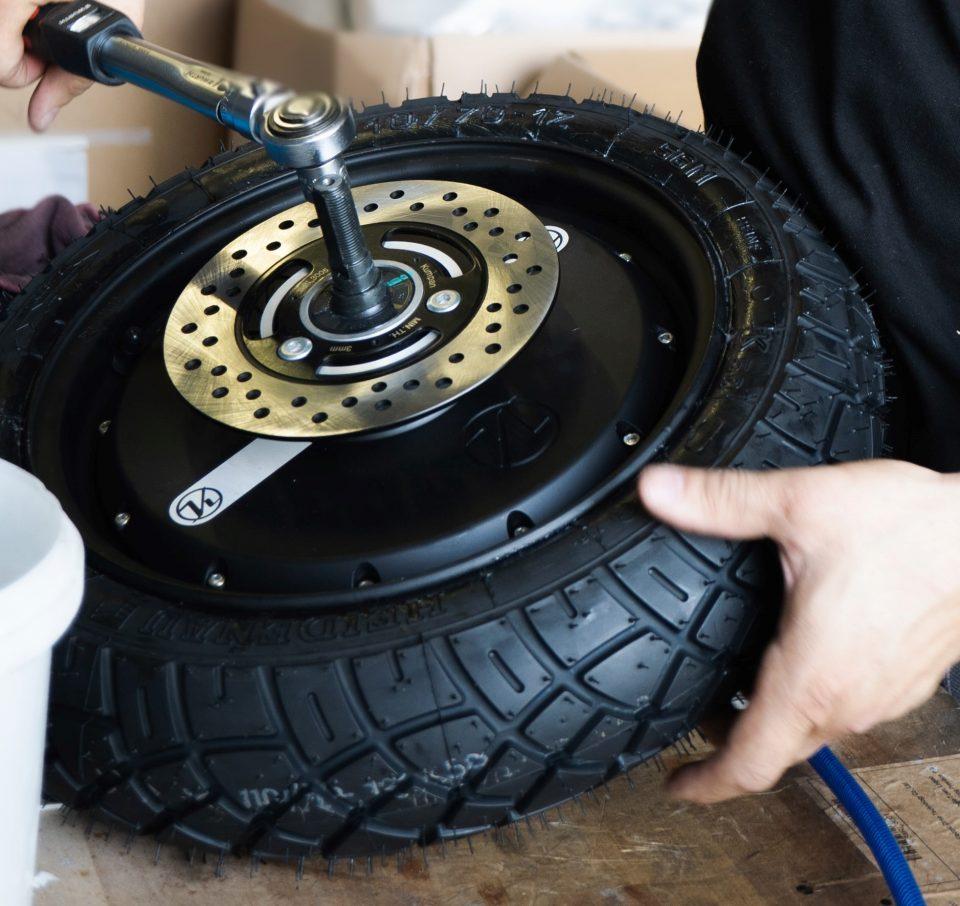 gomma pneumatico ruota di scooter elettrico